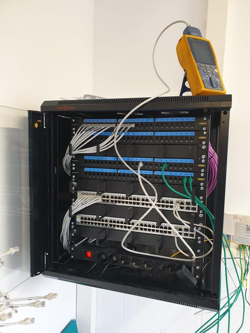 Instalación y Movimiento de Rack Informático